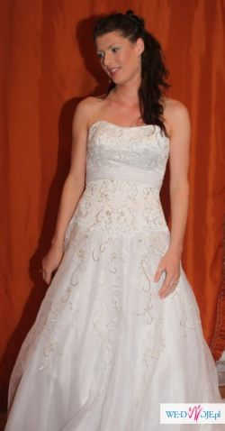 Suknia ślubna piękna z trenem  nowa