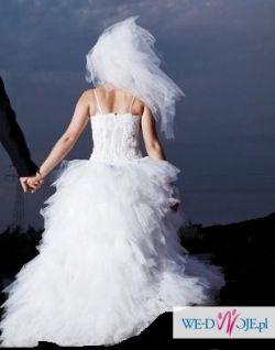 Suknia ślubna, pierzasta r.36 zdobiona kryształkami Swarovski.