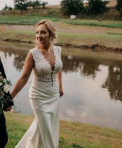 e6d44b549c Suknia ślubna RIYA - Zakupiona w salonie MADONNA - Suknie ślubne ...