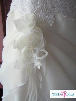 suknia ślubna skromna i piękna