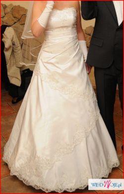 suknia ślubna sznurowana z tyłu