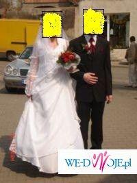 suknia ślubna typowo dla panny młodej w ciąży
