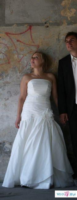 suknia slubna w kolorze ecru