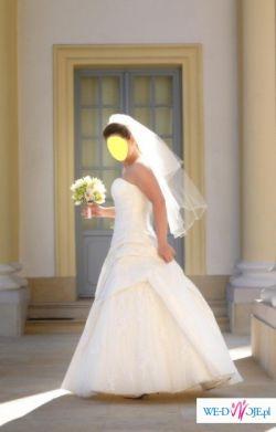 Suknia ślubna White One model 447 kolekcja 2009