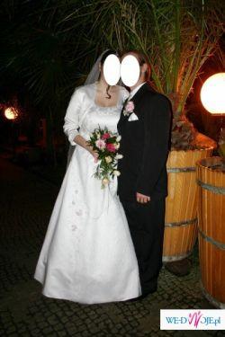 Suknia ślubna wraz z welonem i dopinką do włosów w komplecie