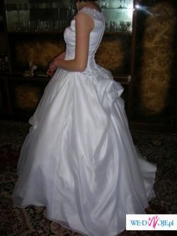 suknia slubna z dodatkami za 250 zł
