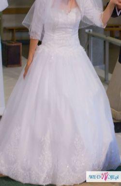 Suknia ślubna z dopinanymi ramiączkami z koronki