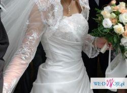 suknia ślubna z koronkowym bolerkiem