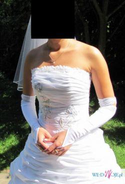 Suknia ślubna z podpinanym ternem