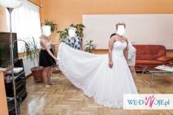 Suknia ślubna z trenem biała salon adria