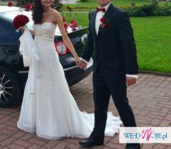Suknia ślubna z trenem podpinanym