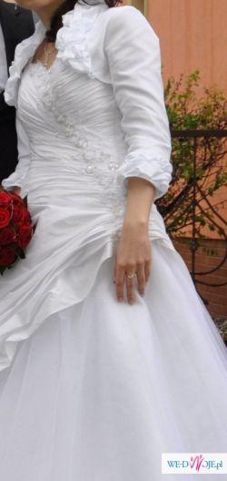 Suknia ślubna z welonem, bolerkiem i pokrowcem