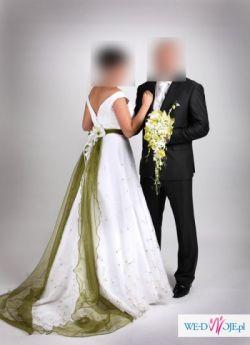Suknia ślubna z zieloną szrfą
