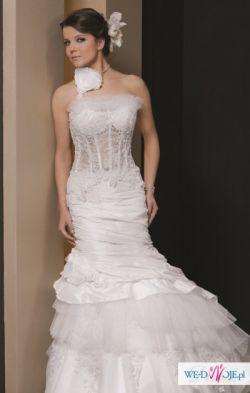 Suknia ślubna zawsze modna:)