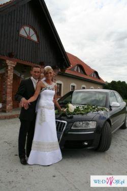 Suknia ślubna zdobiona aplikacją Swarovskiego