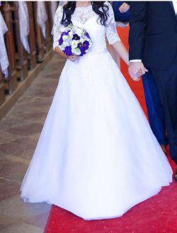 Suknia ślubna zdobiona Kryształkami SVAROVSKIEGO