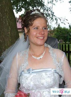 Suknia slubna ze srebrnym haftem