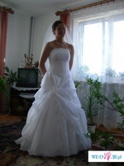 Suknia śnieżnobiała na wzór kolekcji 2006