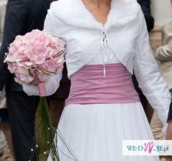 Suknia TRIESTE z salonu MARGARETT biała muślinowa z różowym pasem
