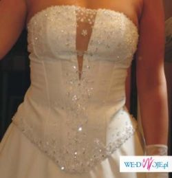 suknia wyszywana kryształkami i cyrkonią