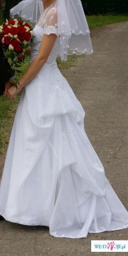 Suknia z długim trenem