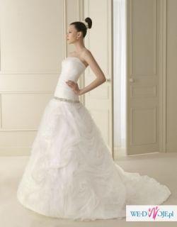 Suknia z hiszpańskiej kolekcji Luna Novias 2012. Model Ingo 138