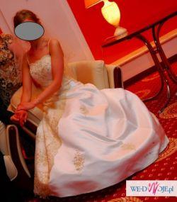 Suknia z piękną hiszpańską koronką