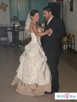 suknia z tafty