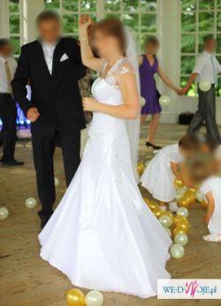 Suknia z welonem i bolerkiem