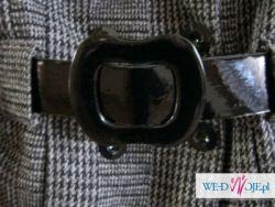 Szary płaszczyk w kratę z szerokim kołnierzem