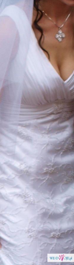 Szczęśliwa suknia ślubna z koronką