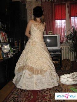 Tanio sprzedam suknię ślubną.