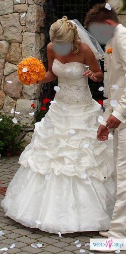 Unikatowa suknia slubna z całkowicie odpinanym 1,5 m trenem