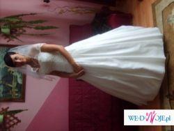 Urocza i subtelna suknia firmy Emmi Mariage - Venus kolekcja 2009