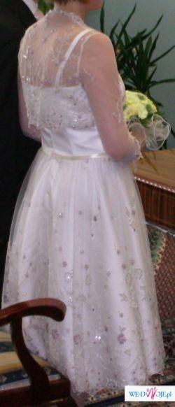Urocza i zwiewna suknia