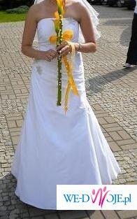 Urocza klasyczna suknia slubna