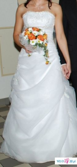 Urocza suknia ślubna Agnes model 1719