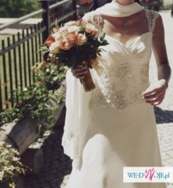 Urocza suknia ślubna z powłóczystym odpinanym trenem