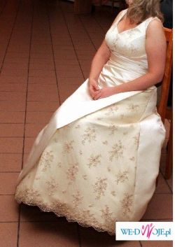 Wspaniała suknia ślubna w nietypowym kolorze cappucino
