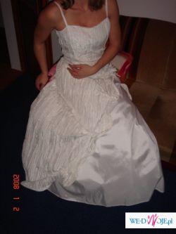 Wyjątkowa i niepowtarzalna suknia-dla kobiety z charakterem