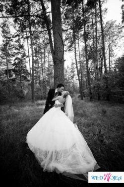 Wyjątkowa i oryginalna suknia ślubna z salonu LISA FERRERA