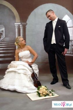 Wyjątkowa suknia ślubna czeka na Ciebie...