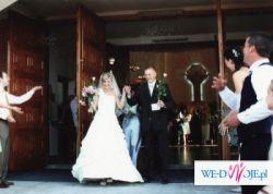 Wyjątkowa suknia ślubna,kremowa,oryginalna z jednym ramiączkiem,wygodna.