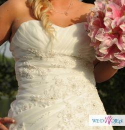 Wyjątkowa suknia ślubna zdobiona kryształkami
