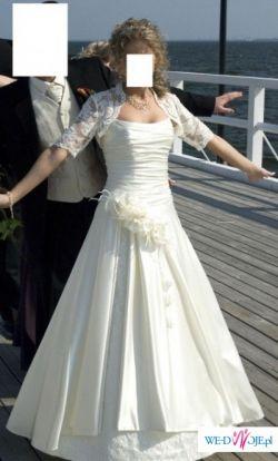 Wyjątkowa suknia w kolorze ecru z bolerkiem z włoskiej koronki