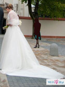 Wyjątkowa suknia z dodatkami