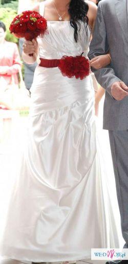 Wyjątkowa Suknia z nietypowym BORDOWYM DODATKIEM