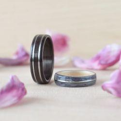 Wyjątkowe obrączki i pierścionki z drewna zdobione kamieniami