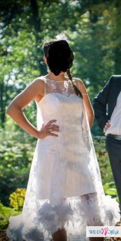 Zjawiskowa krótka suknia ślubna pelerynka koronkowa