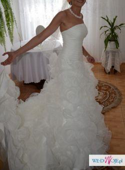 Zjawiskowa suknia ARTE